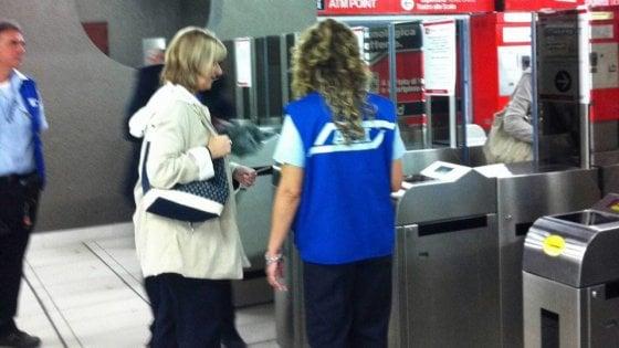 Milano, stretta di Atm su chi non paga il biglietto: più controlli e controllori su bus, tram e metrò