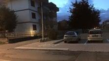 Nel parcheggio di Cesate c'è anche lo stop: si scatena l'ironia sui social