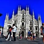 Quarantenni, sposati  in Comune e con un figlio  solo: ecco la famiglia tipo a  Milano. Ma i single vincono