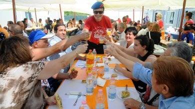 La solidarietà non va in vacanza neanche  a Ferragosto: folla di volontari in azione