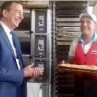 Il Ferragosto del sindaco a Milano: pranzo con i poveri e visita al panettiere