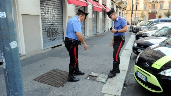 Aggredisce e sfonda cranio a 62enne con mattone a Milano: fermato