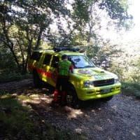Precipita per 30 metri nei boschi, cercatore di funghi trovato morto nel