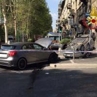 Milano, incidente in viale Abruzzi: auto si ribalta e finisce sul marciapiede