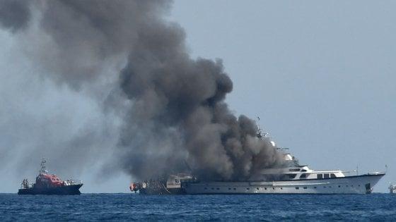 In fiamme lo yacht di Diana Bracco al largo di Nizza