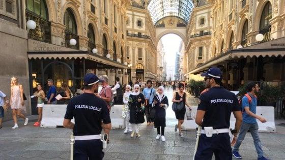 Terrorismo, a Milano nuove barriere contro i furgoni killer: dopo la Galleria, blindati Darsena e Navigli