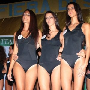 Miss Italia, sorpreso a rubare nelle borse delle concorrenti in passerella: arrestato nel Pavese
