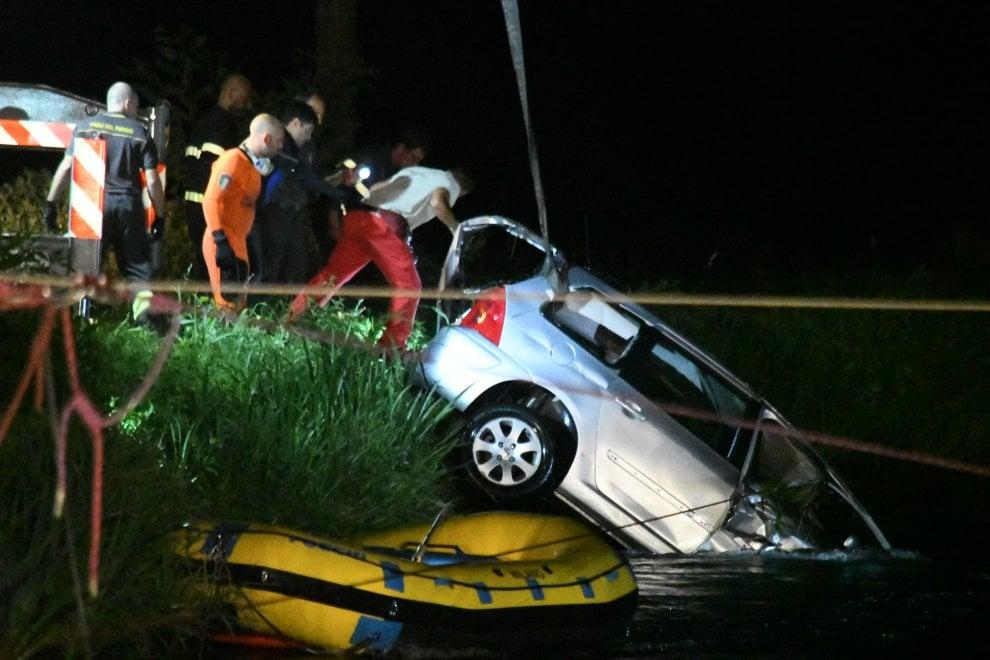 Auto nel canale nel Milanese, la grigliata domenicale finisce in tragedia