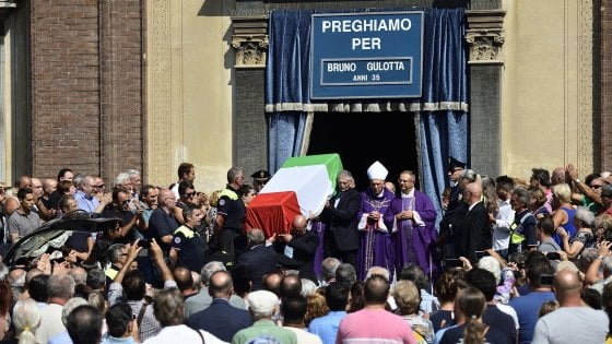 Barcellona A Legnano Chiesa Gremita Per I Funerali Di Gulotta
