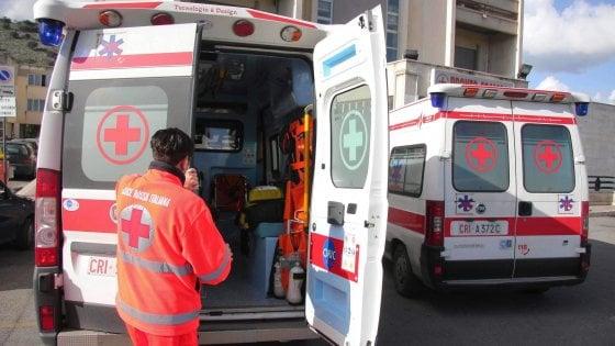Operaio precipita da 7 metri durante lavori in una scuola in centro a Milano