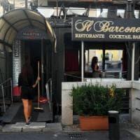 Milano, la battaglia infinita dei barconi fuorilegge sul Naviglio: uno dei