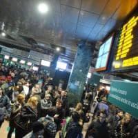 Trenord, soppressioni e ritardi per 16 linee su 39: pendolari risarciti