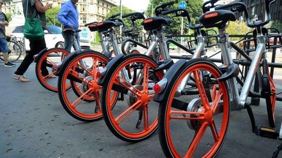 A Milano parte il bike sharing 'libero' (ma non troppo): tutte le regole per prendere e lasciare le bici