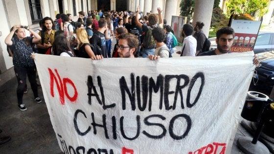 """Numero chiuso alla Statale di Milano, l'università sospende i test ma annuncia: """"Ricorso al Consiglio di Stato"""""""