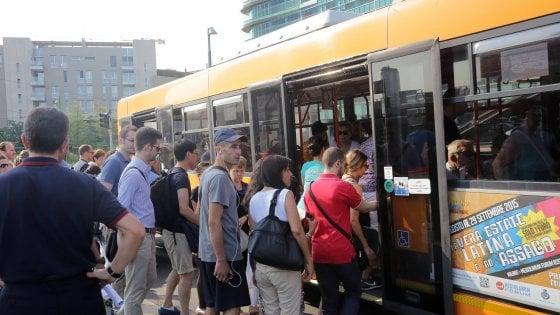 Trasporti Milano, in crescita passeggeri e incassi. Bus e tram, l'idea: si sale solo dalle porte anteriori