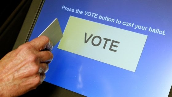 Referendum autonomia in Lombardia, cercansi 7mila assistenti digitali per controllare i tablet