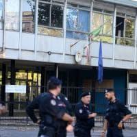 Migranti, sgomberata ex scuola occupata a Milano: