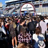 Università, in tremila al Forum di Milano per i test di medicina. Spunta striscione contro il numero chiuso