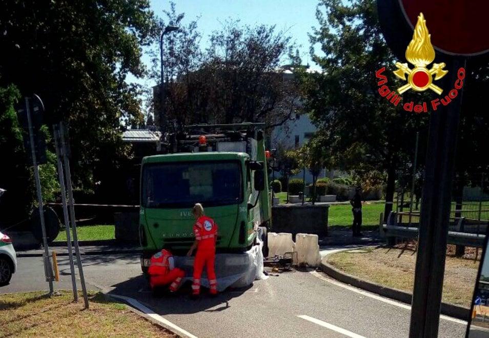 Milano, camion dei rifiuti travolge e uccide ciclista: il luogo dell'incidente