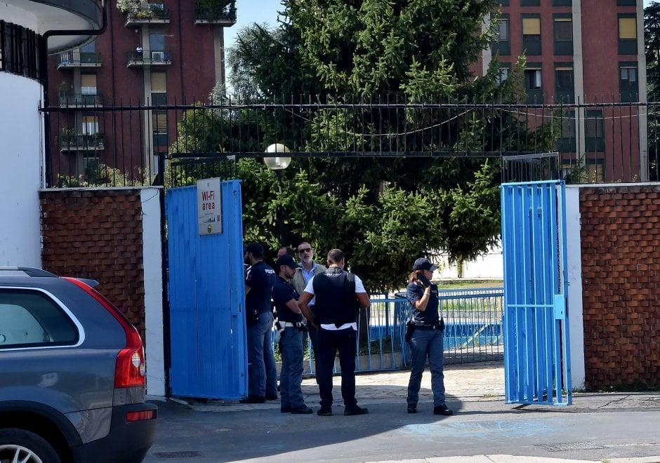 Milano blitz nella piscina argelati i reparti speciali cercano 39 39 igor il russo 39 39 1 di 1 - Piscina argelati milano ...