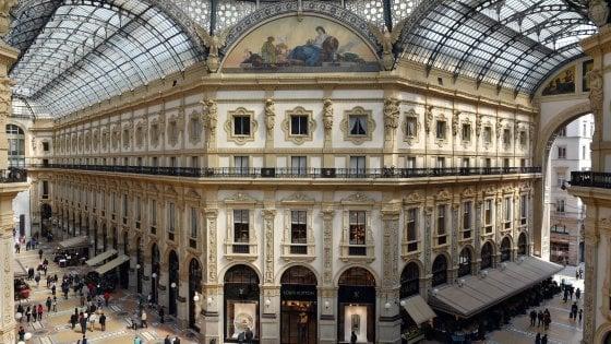 Milano festeggia i 150 anni della Galleria: in 900 ai tavoli di Cracco e festa pop con le bande