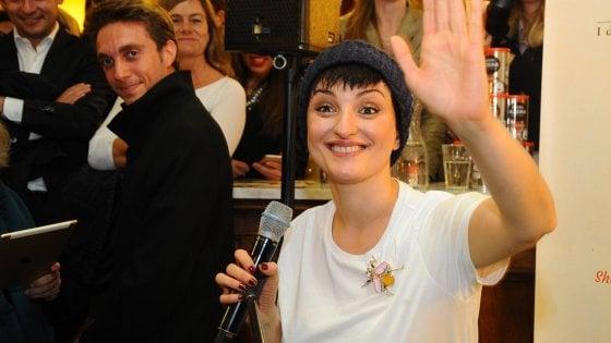 Salta il concerto di Arisa all\'outlet di Brescia: la cantante ...