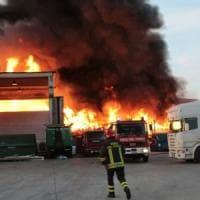 Mortara, Arpa sull'incendio nell'impianto di smaltimento rifiuti: