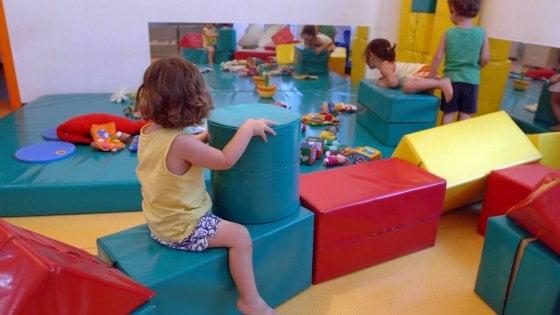 Vaccini a scuola, a Milano 19 bambini restano fuori. Una famiglia no vax chiama i carabinieri