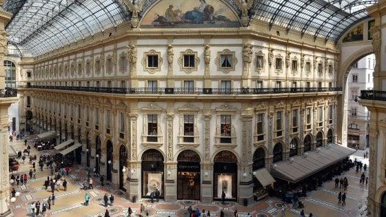 """Milano, i 150 anni della Galleria: """"Tante griffe, ma si rischia di perdere l'anima"""""""