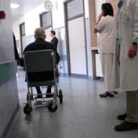 Monza, protesi di bassa qualità in cambio di tangenti: 12 medici arrestati, 9 ai domiciliari