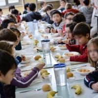 Scuole Milano, novità in mensa: spaghetti per i piccoli e self service di salse e spezie,...