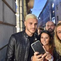 Milano Fashion's Night, Icardi arriva in Lamborghini e sfoggia il nuovo look
