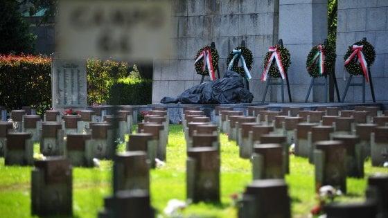 Milano, corone di fiori del Comune anche per i caduti della Rsi: insorge l'Anpi