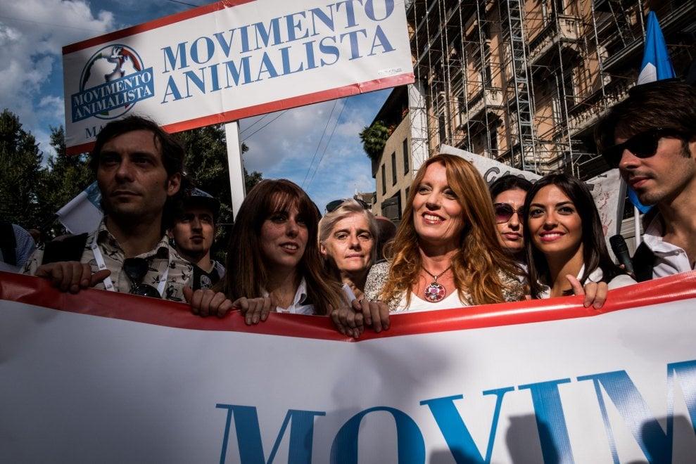 Movimento animalista, il corteo anti caccia apre la campagna elettorale