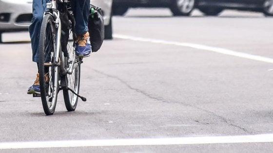 In bici ubriaco, finisce nel fosso: denunciato per guida in stato ebbrezza nel Cremonese