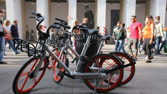 Bike sharing libero, a Milano già 35mila iscritti con Mobike: il nodo dei parcheggi