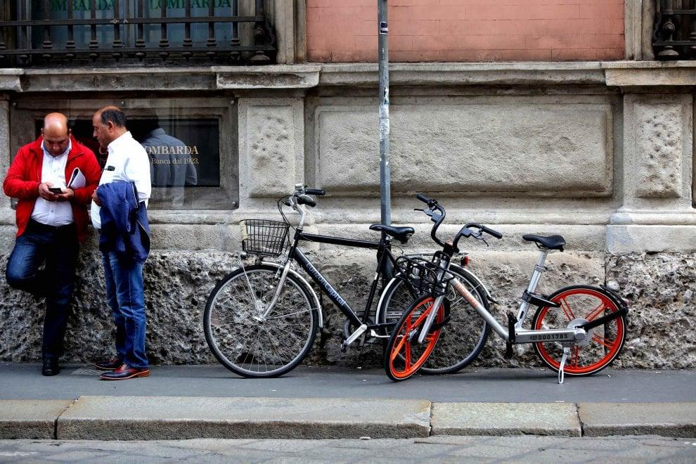 Bike sharing libero (anche troppo) a Milano: sos parcheggi