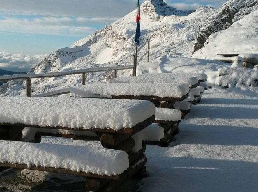 Orobie, anteprima d'inverno: con 15 cm di neve atmosfere quasi natalizie