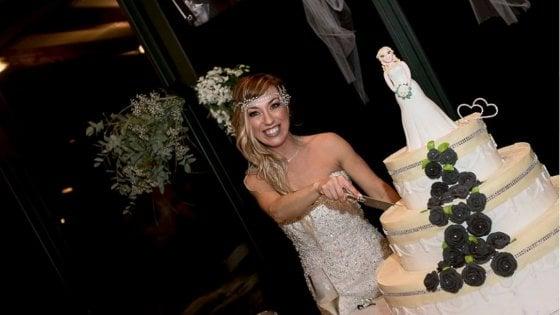 Abito bianco, bomboniere e 70 invitati alla festa: in Brianza la prima sposa single d'Italia