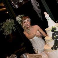 Abito bianco, bomboniere e 70 invitati alla festa: in Brianza la prima sposa