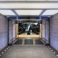 Milano, 1.300 metri quadri concepiti come uno stadio: apre il nuovo negozio Adidas, è il più grande d'Italia