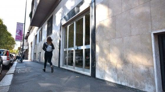 Milano, cerca di violentare una donna di 28 anni per strada: i passanti bloccano l'aggressore
