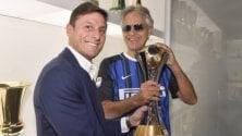 Andrea Bocelli con Zanetti in visita alla sede della società nerazzurra