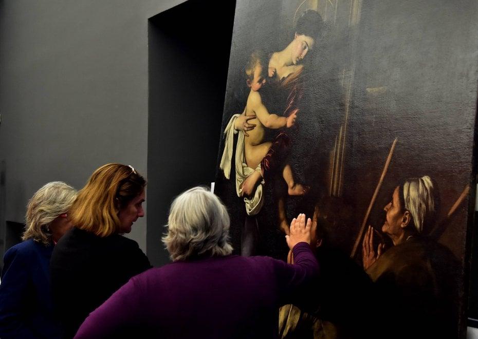 A milano caravaggio ai raggi x il backstage della grande for Caravaggio a milano
