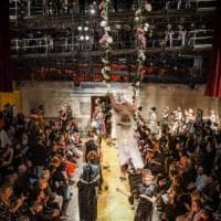 Milano, la Moda apre il cantiere del teatro Lirico alle visite: slitta l'apertura,