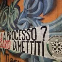 """Milano, Casa Pound di nuovo all'attacco: """"Sala falsario dimettiti"""". Decine di striscioni..."""