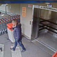 Milano, sgominata la banda dei supermercati: derubavano con il trucco della monetina