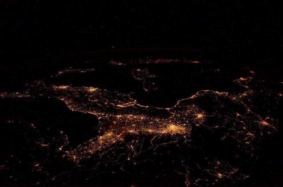 Scatti dallo spazio: Milano, la Pianura padana e la ragnatela di Nespoli