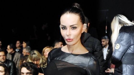 Dopo il caso Belen, Nina Moric offende follower su Twitter: a processo a Milano