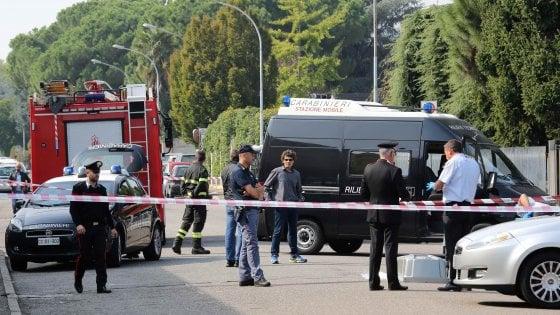 Uomo ucciso a colpi di pistola in strada nel Milanese: forse una vendetta per abusi su due minori